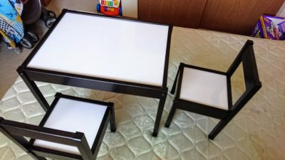 Kid's writing table and chairs set