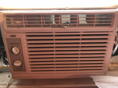 Small Room air conditioner in good condition