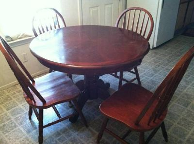 Kitchen table w 4 chairs PRICE DROP