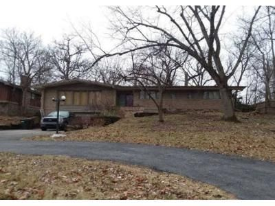 3 Bed 2.5 Bath Foreclosure Property in Park Forest, IL 60466 - Woodland Gln