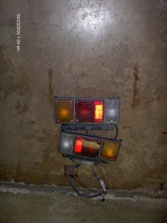 SET OF TRAILER LIGHTS.