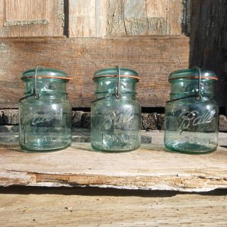 VINTAGE 1923-1933 BALL IDEAL PINT CANNING JAR BLUE WIRE & BAIL