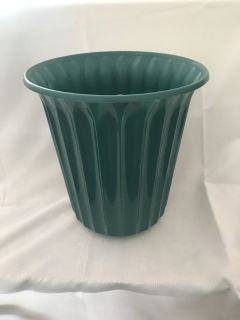 Green Plastic Waste Can 10 x 10