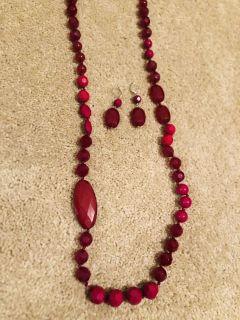Magenta necklace and earrings