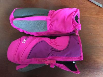 Girls snow gloves size small