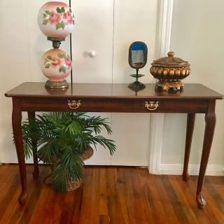 Beautiful Foyer Table Great Condition 48 W x 29 T x 16