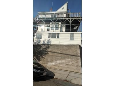 2 Bed 1 Bath Foreclosure Property in Revere, MA 02151 - Winthrop Ave # 2