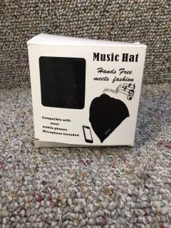 Beanie hat plays music with microphone works with most mobile phones