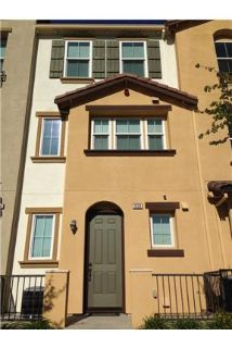 Beautiful 3 bedroom 3 Full Bathroom Townhouse