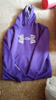 Under Armour hoodie medium semi fitted hood condition