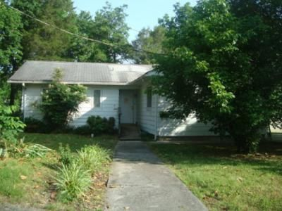 3 Bed 1 Bath Foreclosure Property in Oak Ridge, TN 37830 - E Tennessee Ave