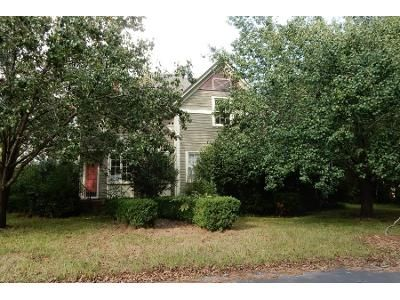 2 Bath Preforeclosure Property in Nashville, GA 31639 - W Dennis Ave