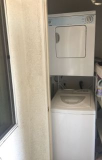 Apt washer & dryer ( stackable)