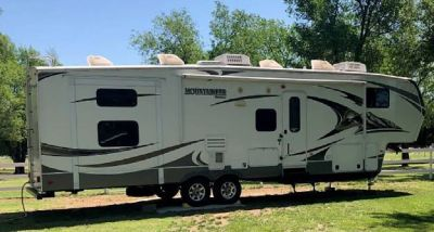 By Owner! 2014 39ft. Keystone Montana w/4 slides