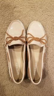 Womans sperry boat shoes size 8 beige