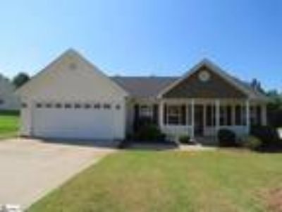 Super cute and well maintained Three BR, 2 b...