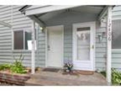 Puyallup Real Estate Condo for Sale. $200,000 2bd/1.5 BA. - Vanessa Parker of