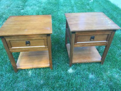 Set of project end table / night stands not real wood 21x18x25 h