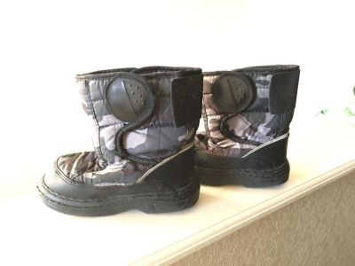 Toddler Size 10 Grey/Black Snow Boots