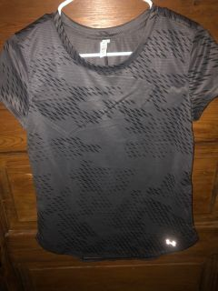 Under Armour Grey Child s Size Smal Heat Gear Top $8