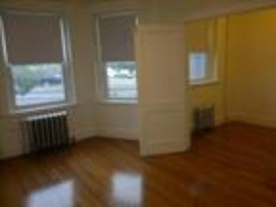 This great One BR, One BA sunny apartment is located in the Fenway area on