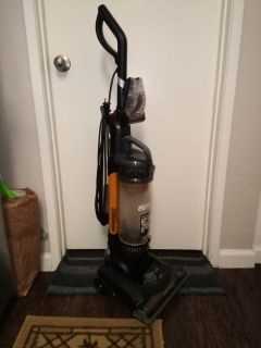 EUREKA Air Speed Bagless Zuum Vacuum AS52204 with HEPA Filter