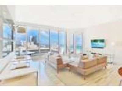 Amazing Deal - Penthouse 9 at The Decoplage South Beach on Lincoln Rd and on The