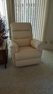 New - 2 Lazy Boy Recliners