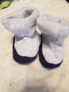 Baby boy's size small slippers