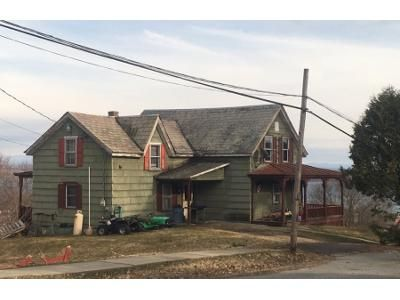 3 Bed 1 Bath Foreclosure Property in Port Henry, NY 12974 - Prospect Ave