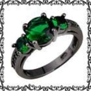 New - Green Emerald Quartz and Black Ring - Size 7 and 8
