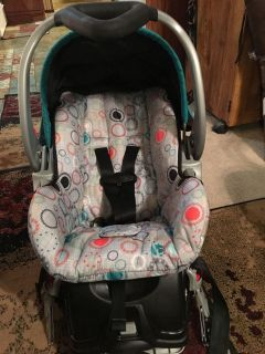 Baby trend car seat w/base expires 04/2023 35.00 cleaned in dreft