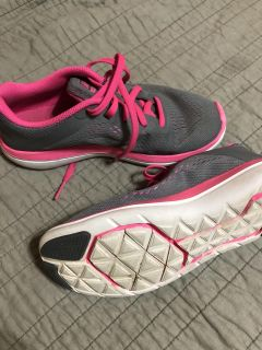 Girls 3.5 Nike Tennis Shoes in Great Condition