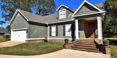 Beautiful 4 Bedroom Home in Robertsdale, AL
