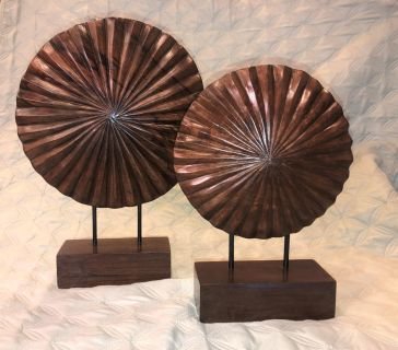 Set of 2 wooden medallions