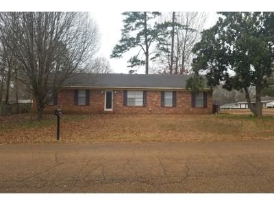 3 Bed 2 Bath Foreclosure Property in Winona, MS 38967 - Lamar St