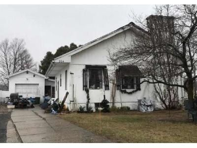 2 Bed 1 Bath Foreclosure Property in Ludlow, MA 01056 - West St