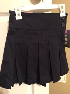 Brand new with tags Cherokee brand girls size 5 pleated scooter skirt with adjustable waist. Side zipper. Smoke free home