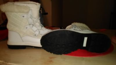BEARPAW WHITE LEATHER BOOTS SIZE 10 WOMENS