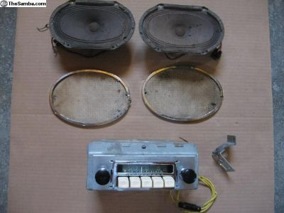 Early A Radio and speaker set