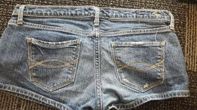 Abercrombie size 4 like new. $3.00. No holds or trades.Pick up only-downtown DeLand, msg me for location.