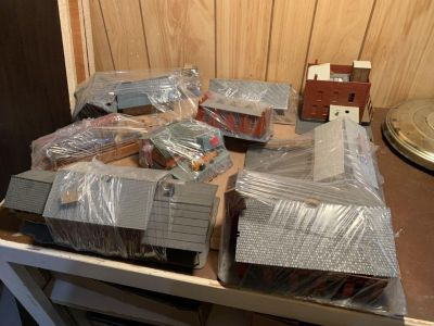 HO SCALE TRAIN LAYOUT BUILDINGS all for $25