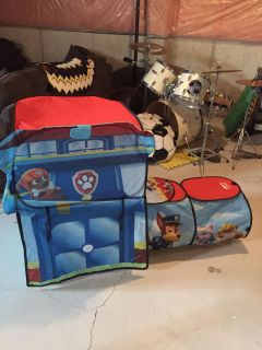 Paw Patrol pop up tent and tunnel