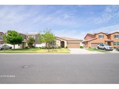 4 Bed 4 Bath Foreclosure Property in Bakersfield, CA 93314 - White Alder Dr