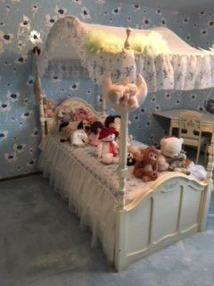 Beautiful full girls bedroom set including a matching chair and desk