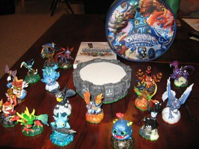 Skylanders for Wii - Portal, 16 Figures and Carrying Case