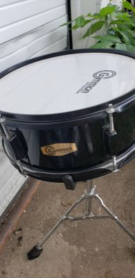 Gammon drum and stand