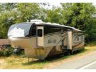 2010 Keystone RV Big-Sky-Hickory 5th Wheel in Gold Beach, OR