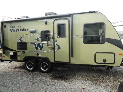 2018 Winnebago 2106FBS MICRO MINNIE