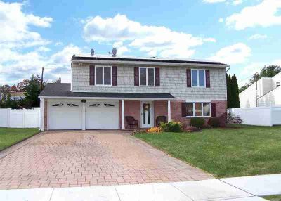 22 Yarmouth Ln Nesconset, Magnificent Four BR 2.5 BA